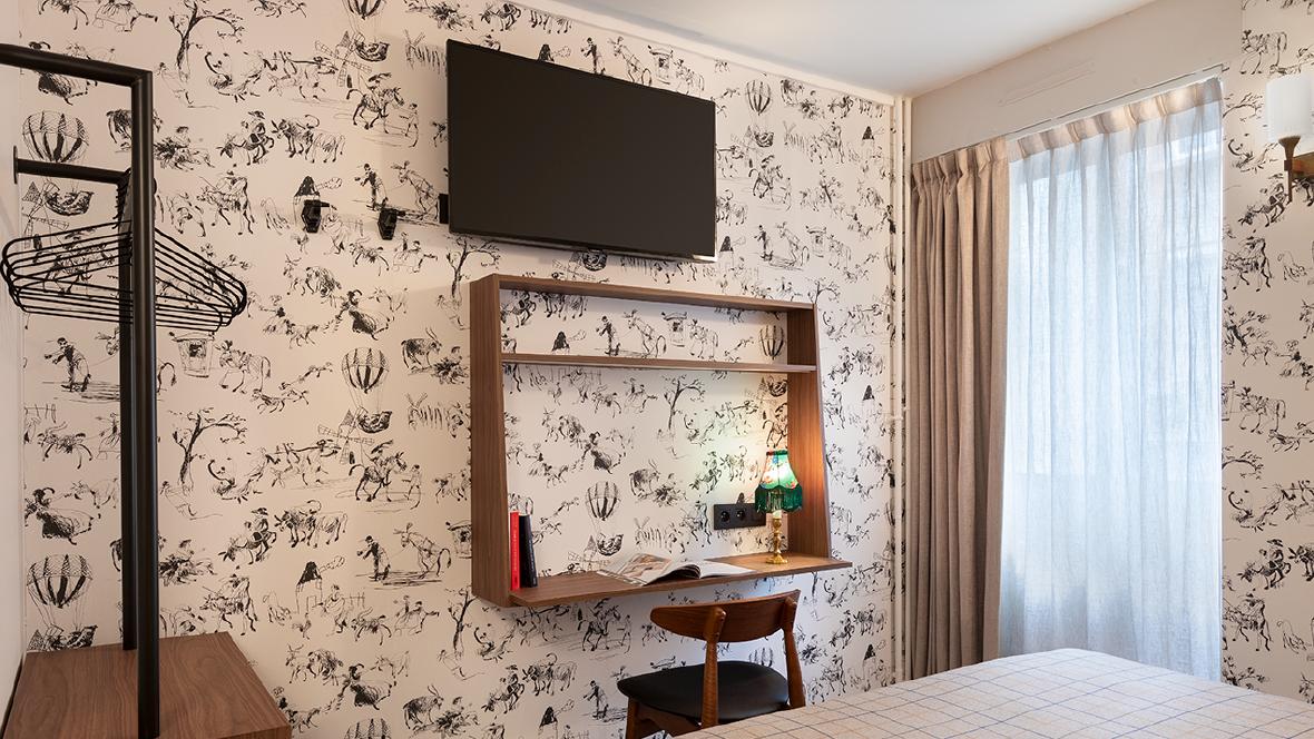 Maison Barbillon Grenoble Chambre avec télé et bureau