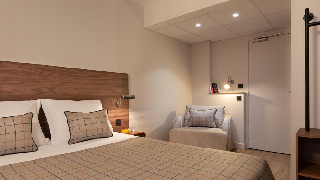 Maison-Barbillon-Hotel-Grenonble-Chambres-Lit-Fauteuil