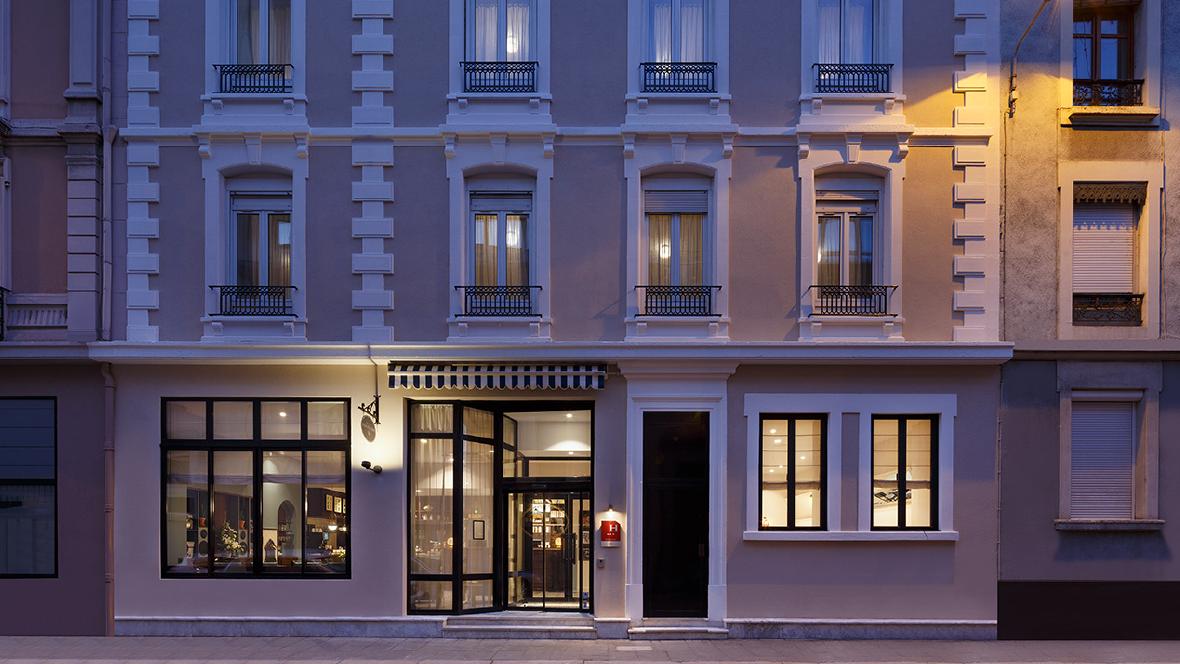 maison-barbillon-hotel-grenoble-facade-nuit